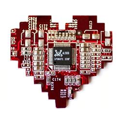 Брошь пиксельное сердце