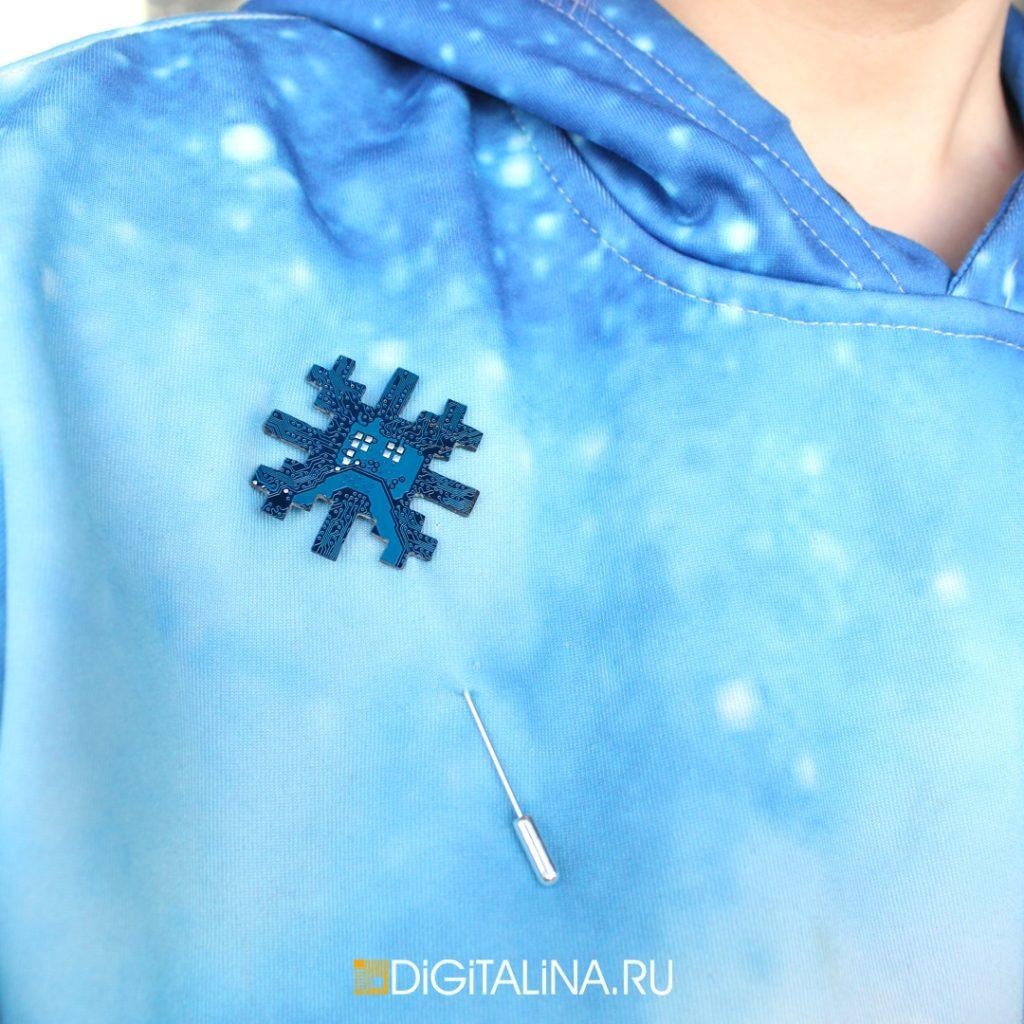 Unreal Snowflake брошь